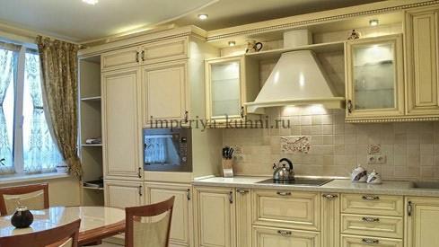 Фото кухни из массива ольхи. Модель-Татьяна. Цвет-молочный