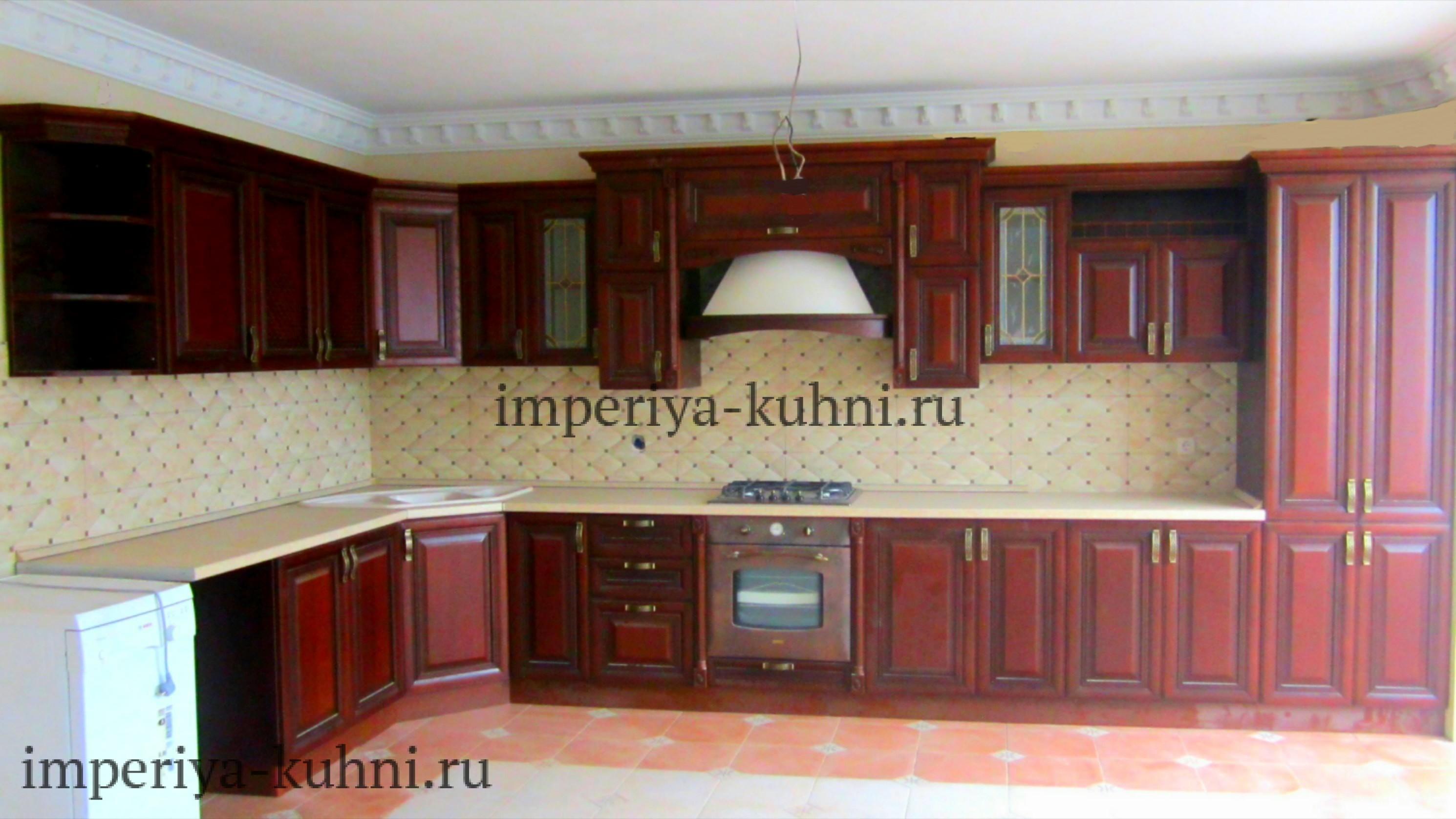 Фото кухни из массива ольхи. Модель-Татьяна. Цвет-темный.